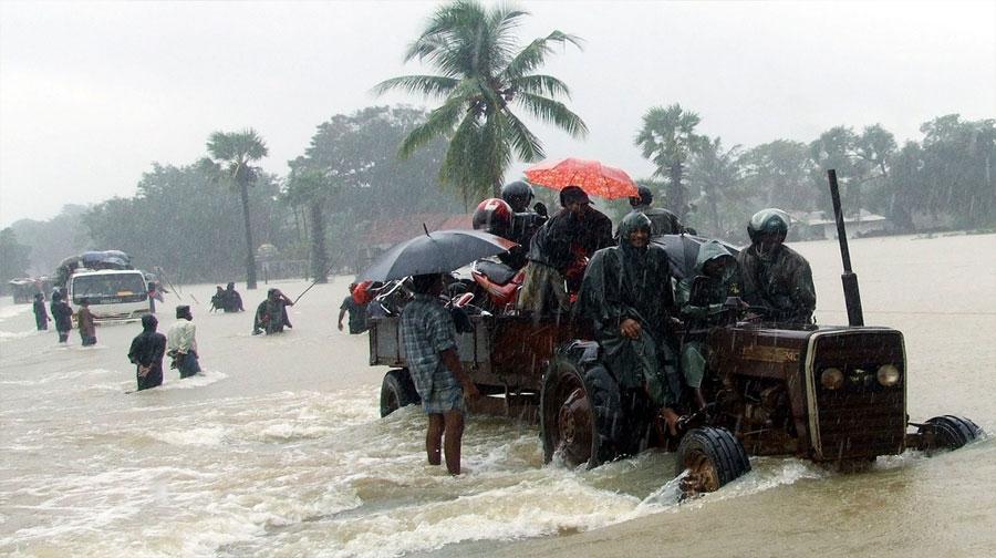 Photo of انڈیا: سمندری طوفان وردھا نے تباہی مچا دی، 10ہلاک، ہزاروں بے گھر
