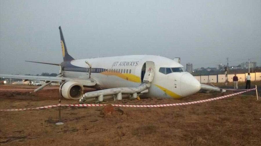 Photo of بھارتی شہر گوا میں مسافر طیارہ رن وے سے پھسل گیا، متعدد افراد زخمی