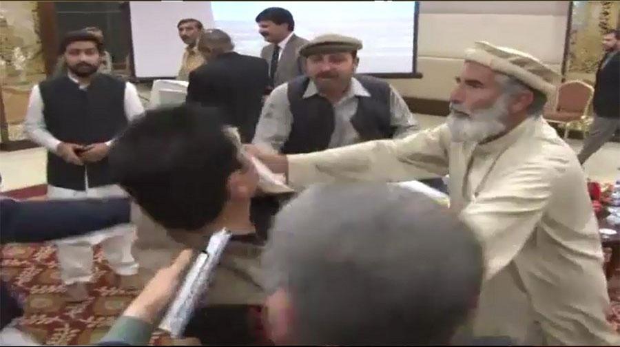 Photo of پشاور: فاٹا ریفارمز کمیٹی کا اجلاس ہنگامے کی نذر ہوگیا