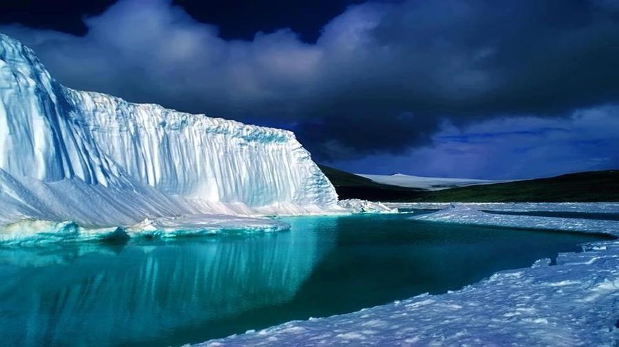 Photo of دنیا کی گہری ترین جھیل پر جمی شفاف برف