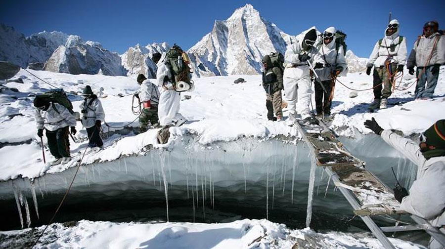 Photo of مقبوضہ کشمیر میں برفانی تودے گرنے سے 10 بھارتی فوجی ہلاک، متعدد لاپتہ
