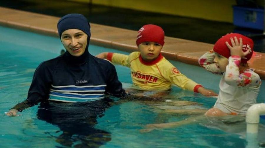 Photo of مسلمان لڑکیوں کو لڑکوں کے ساتھ تیرنا ہو گا
