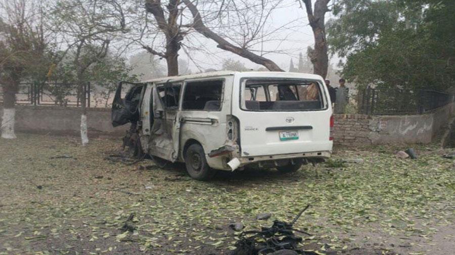 Photo of پشاور میں ججوں کی گاڑی پر خودکش حملے میں ڈرائیورجاں بحق، 4 ججز زخمی