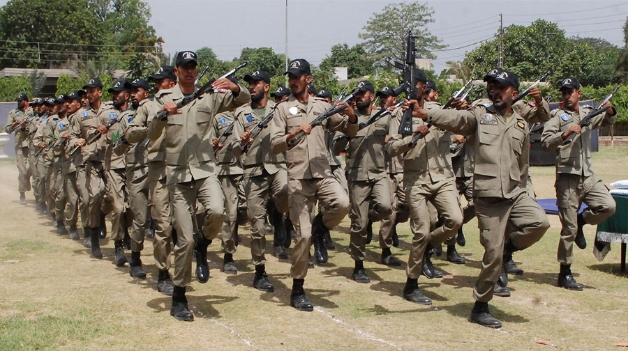 Photo of پنجاب میں رینجرز کو اختیارات دینے کی سمری گورنررفیق رجوانہ کو ارسال
