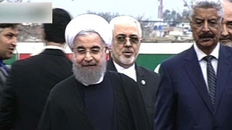 Photo of ایرانی صدر پاکستان پہنچ گئے،21توپوں کی سلامی کے ساتھ استقبال کیا گیا