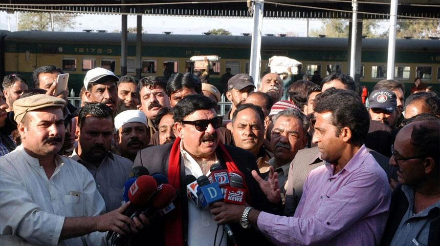 Photo of آصف زرداری نوازشریف کے خلاف سڑکوں پر نکلے تو ساتھ دیں گے، شیخ رشید