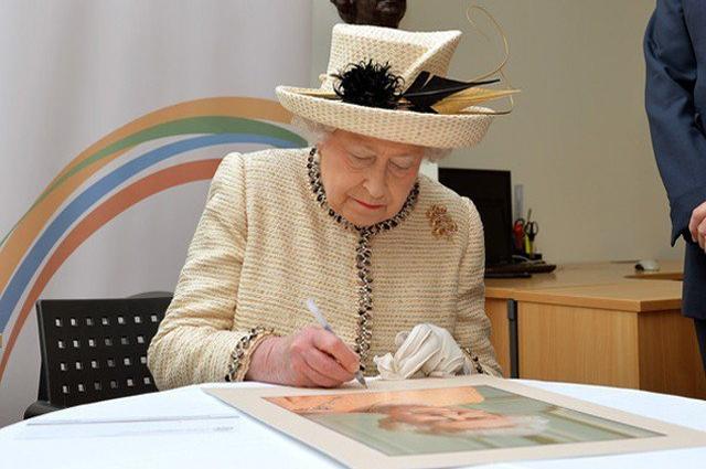 Photo of ملکہ برطانیہ نے یورپی یونین سے علیحدگی کے بل پر دستخط کردیئے