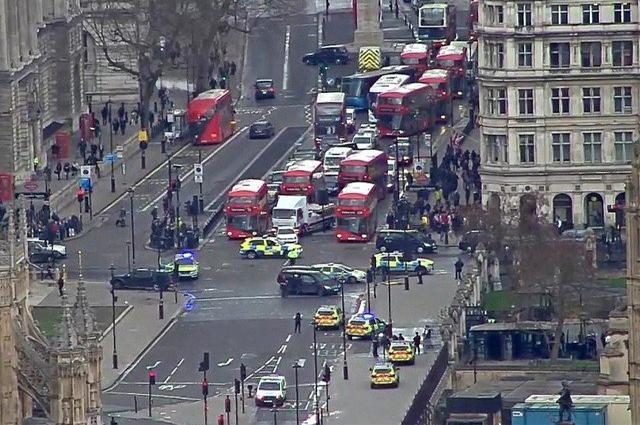 Photo of لندن میں دہشتگردی کے واقعے میں حملہ آور سمیت 4 افراد ہلاک، 20 زخمی