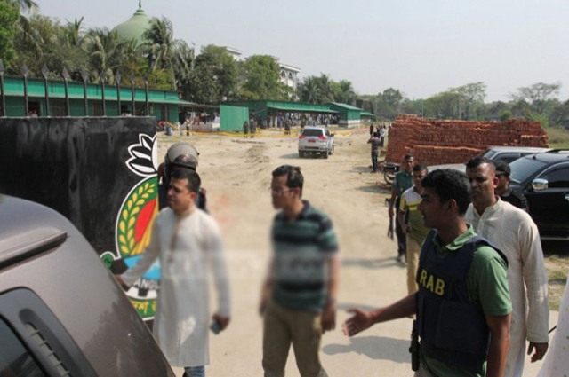 Photo of بنگلہ دیش کے دارالحکومت ڈھاکہ میں خودکش حملہ آور نے پیرا ملٹری یونٹ کیمپ کے باہر خود کو دھماکے سے اڑالیا