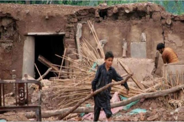 Photo of ڈی آئی خان تیز بارش اور آندھی، مکان کی چھت گر نے سے ماں اور بیٹی جاں بحق، 6 افراد زخمی