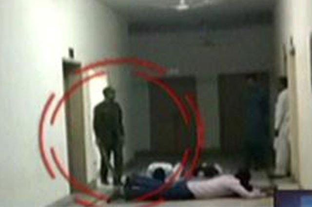 Photo of لاہور کے تھانے میں شہریوں پر تشدد کرنے والے 3 پولیس اہلکار گرفتار