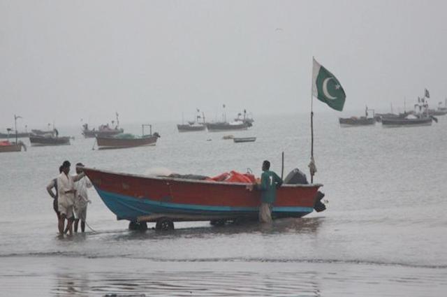 Photo of ماہی گیروں نے کراچی کے سمندر سے ساڑھے 3ٹن کی مچھلی پکڑ لی