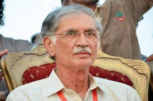 Photo of پرویز خٹک نے لیگی رہنما امیرمقام کو گدھا قرار دیدیا