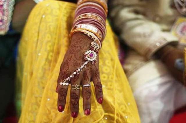 Photo of بھارتی لڑکی نے شوہر کو خوبصورت نہ ہونے پر قتل کر دیا