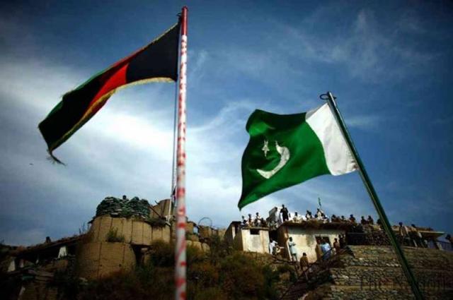 Photo of پاکستان اور افغانستان کے فوجی حکام کا ہاٹ لائن پر پہلا رابطہ، بارڈر سے متعلق امور پر تبادلہ خیال