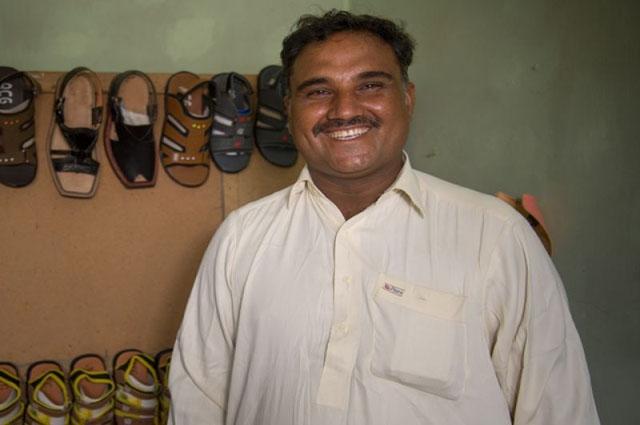 Photo of وہ پاکستانی جس نے 10 ہزار روپے کو دیکھتے ہی دیکھتے لاکھوں کے کاروبار میں بدل ڈالا، تمام پاکستانیوں کیلئے مثال بن گیا