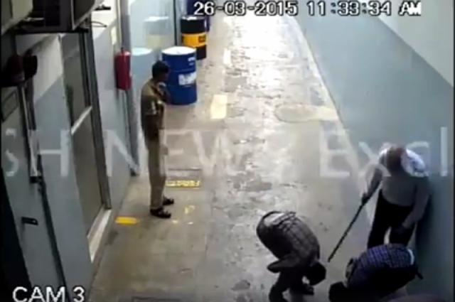 Photo of کراچی کے فیکٹری مالک کی خاتون ملزمہ کے ساتھ انتہائی شرمناک حرکت، ویڈیو منظرعام پر آ گئی