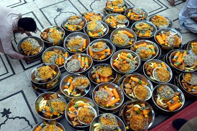 Photo of کراچی میں عوامی دسترخوانوں پر افطار کرانے کا رجحان 200 فیصد بڑھ گیا
