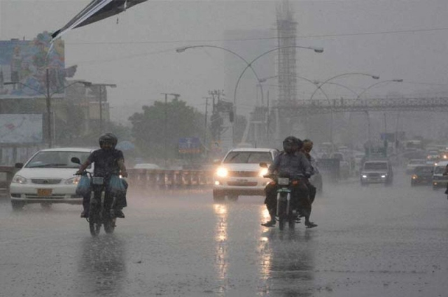 Photo of کراچی میں وقفے وقفے سے موسلا دھار بارش کا سلسلہ جاری ، کرنٹ لگنے سے 6 افراد جاں بحق