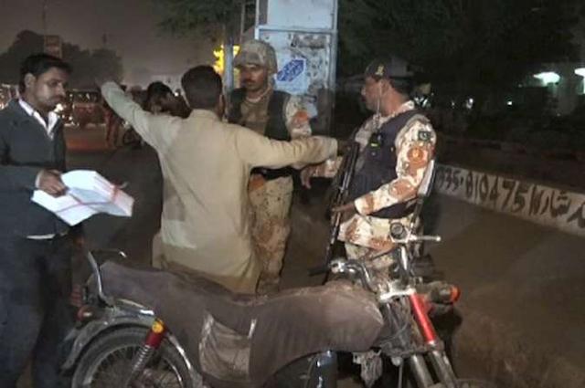 Photo of کراچی، رینجرز امن و امان کی بحالی کیلئے سرگرم، مختلف شاہراہوں پر اسنیپ چیکنگ