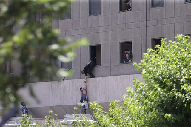 Photo of ایرانی پارلیمنٹ اور امام خمینی کے مزار پر حملوں کا ماسٹر مائنڈ ہلاک، سات گرفتار