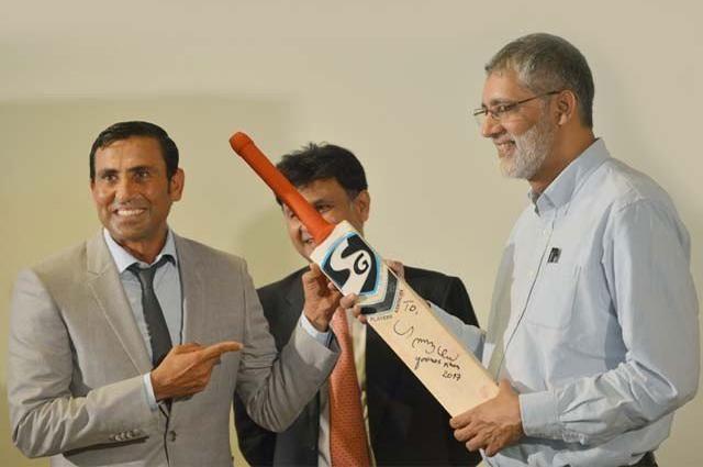 Photo of یونس خان نے اپنا تاریخی بیٹ عطیہ کر دیا