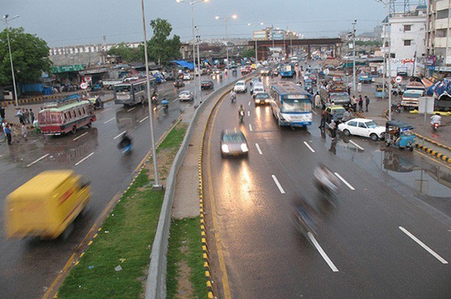 Photo of کراچی کے مختلف علاقوں میں وقفے وقفے سے بوندا باندی