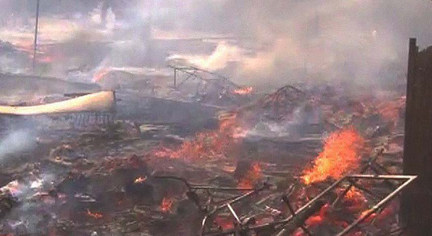 Photo of کراچی کے علاقے اورنگی ٹاؤن میں فرنیچرمارکیٹ میں آگ بھڑک اٹھی