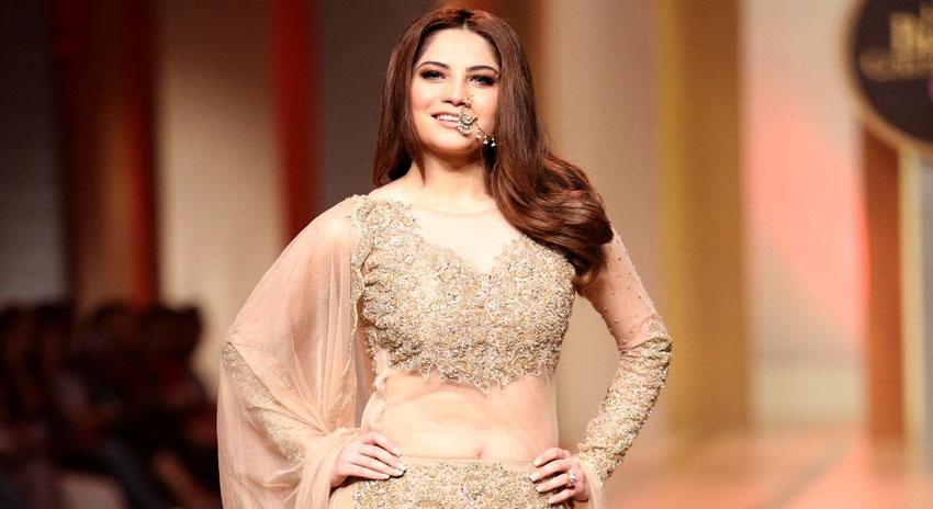 Photo of پاکستانی سیاست پر فلم بنی تو مریم نواز کا کردار ادا کرنا چاہوں گی، خوبرو اداکارہ نیلم منیر