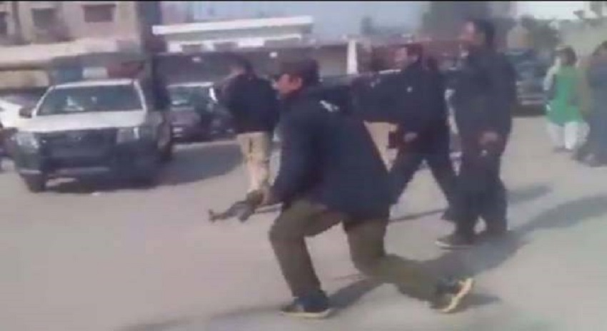 Photo of مظاہرین پہ فائرنگ کرنیوالے پولیس اہلکار گرفتار
