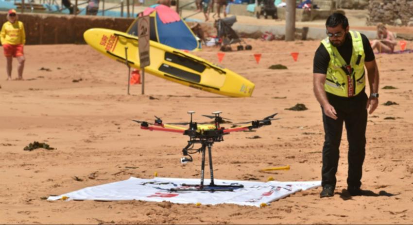 Photo of پہلی بار ڈرون نے ڈوبتے ہوئے انسانوں کو بچالیا، ویڈیو وائرل