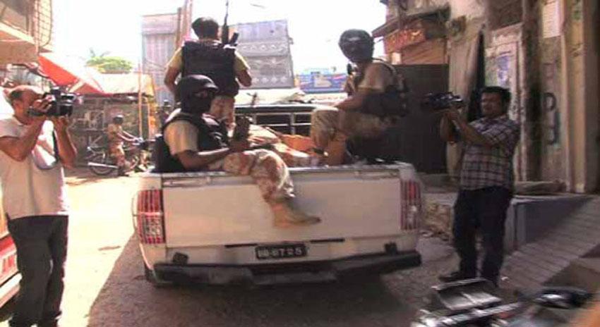 Photo of کراچی میں رینجرز کی کارروائی، ایم کیو ایم لندن کے کارندوں کا چھپایا اسلحہ برآمد