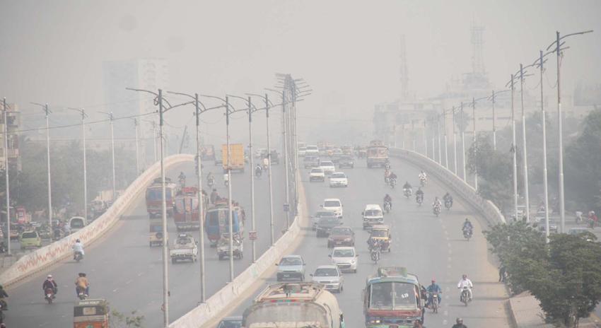 Photo of کراچی میں گرمی کے باعث دھند نے ڈیرے جمالئے