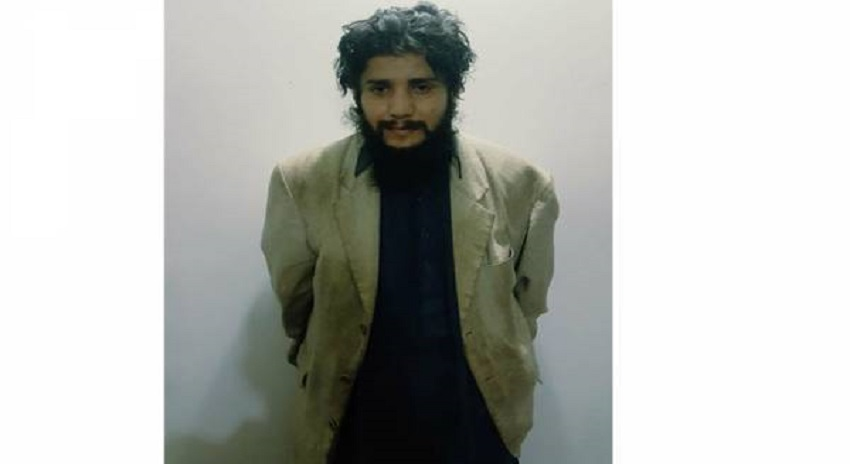 Photo of پرویز مشرف پہ خودکش حملے کا مرکزی ملزم گرفتار، ملزم کا تعلق ایسی تنظیم کے ساتھ کہ جان کر ہرکوئی غصے سے آگ بگولہ ہوجائے