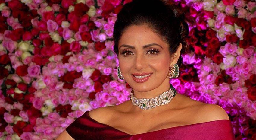 Photo of سری دیوی پہلی اداکارہ تھیں جنہیں مرد اداکاروں کی زیر غلبہ بھارتی فلم انڈسٹری میں پہلی ''سپر اسٹار'' کے نام سے جانا جاتا تھا