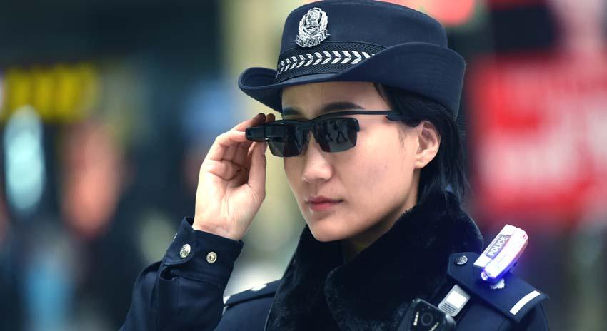 Photo of چینی پولیس نے مجرم شناخت کرنے والی عینک پہننا شروع کردی
