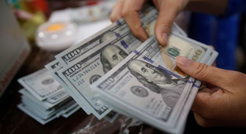 Photo of انٹربینک مارکیٹ میں ڈالر کی قدر میں 7 سے 8 روپے کا اضافہ