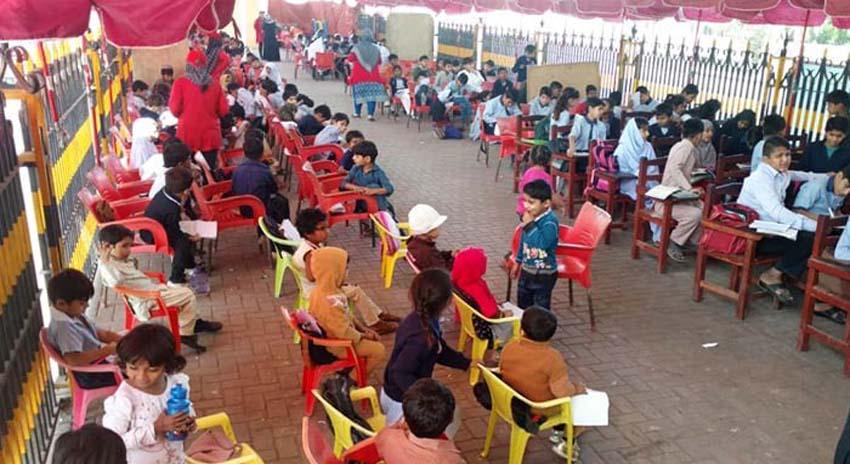 Photo of چیف جسٹس کا کراچی کے فٹ پاتھ اسکول کو نہ چھیڑنے کا حکم