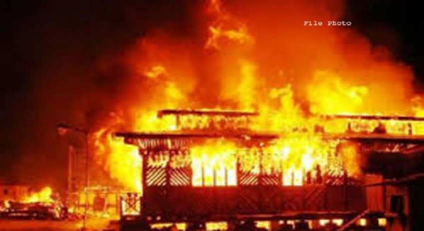 Photo of لاہورمیں آتشزدگی کا واقعہ،میاں بیوی 2 بچوں سمیت جان کی بازی ہار گئے