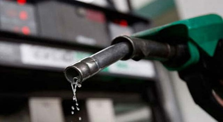 Photo of پاکستانیوں کیلئے بڑی خوشخبری، پٹرولیم مصنوعات کی قیمتوں میں کمی کا امکان