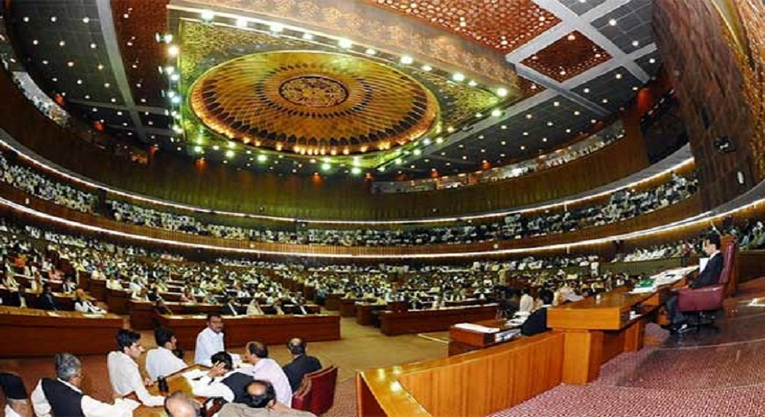 Photo of قومی اسمبلی میں ہنگامہ، (ن) لیگ اور تحریک انصاف کےارکان آمنے سامنے