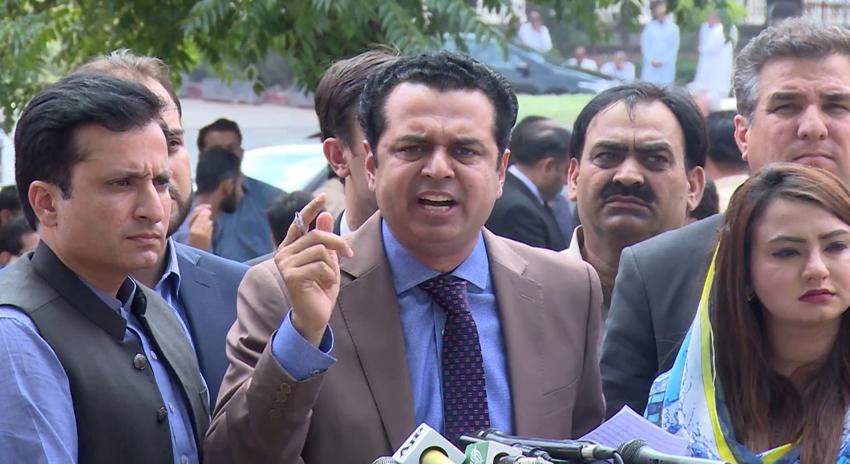 "Photo of ""پتہ نہیں کس چیز کی شدت تھی کہ ۔۔۔""عمران خان کی تیسری شادی پر طلال چوہدری نے انتہائی شرمناک بات کہہ دی"