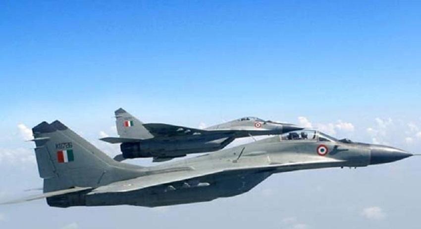 Photo of پاکستانی سرحد کے نزدیک بھارتی جنگی طیاروں کی پانچ ہزار جارحانہ پروازیں،