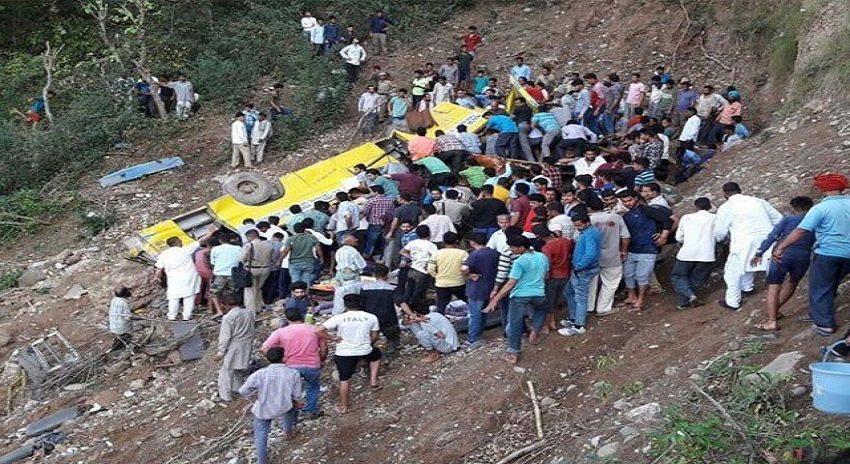 Photo of ننھے طالبعلموں سے بھری سکول بس کھائی میں جاگری، 27 بچے جاں بحق، درجنوں زخمی