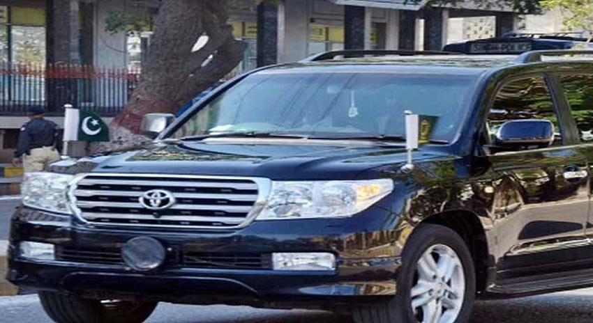 Photo of سرکاری افسران کے زیر استعمال مہنگی گاڑیوں کا نوٹس