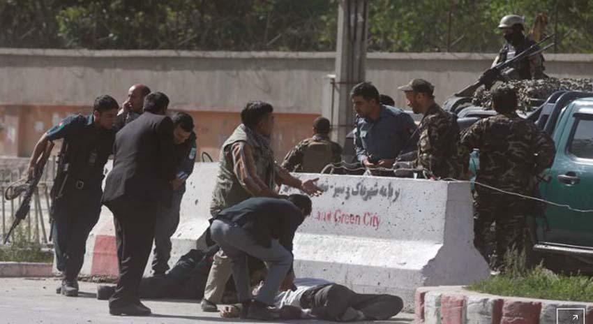 Photo of کابل اور قندھار میں دھماکے: صحافیوں، مدرسہ طالبعلموں سمیت 41 جاں بحق