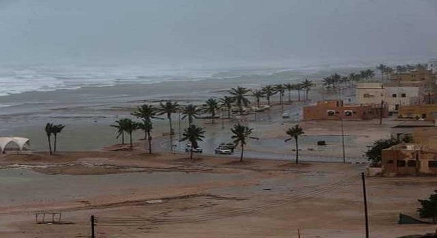 Photo of عمان سے سمندری طوفان ٹکرا گیا، 2 افراد ہلاک اور متعدد زخمی