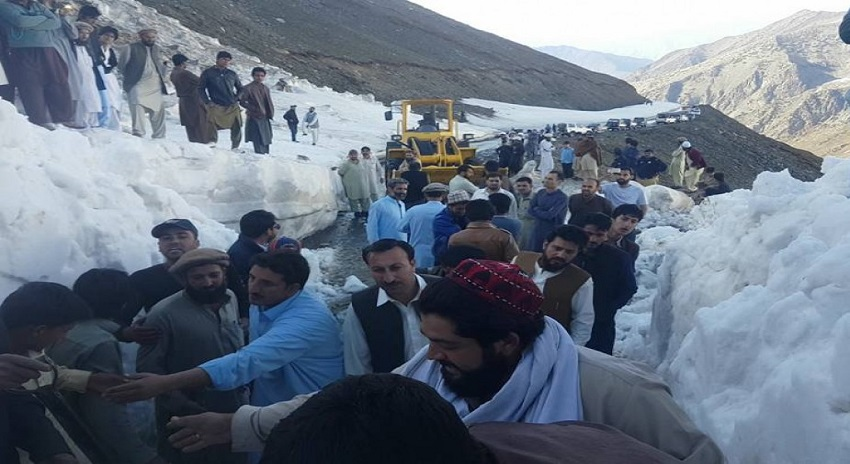 Photo of تبلیغی جماعت کی گاڑی برفانی تودے میں دب گئی، 24 گھنٹوں بعد بھی تمام لاشیں نہ نکالی جاسکتیں