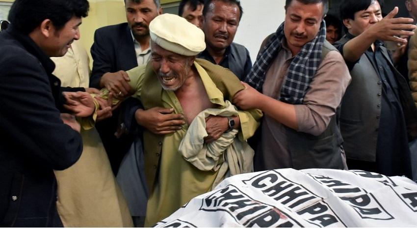 Photo of ہزارہ پہ ظلم کیوں، قاتل کون، ذمہ دار کون،  ڈاکٹر رشید احمد کی تلخ تحریر