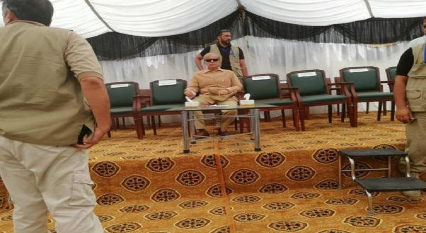 Photo of چنیوٹ میں تقریب کے دوران شہباز شریف اس طرح سٹیج پر اکیلے کیوں بیٹھے ہیں ؟ ایسی حقیقت سامنے آگئی کہ ۔۔۔۔